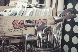 a picture that describe the best golf clubs for seniors