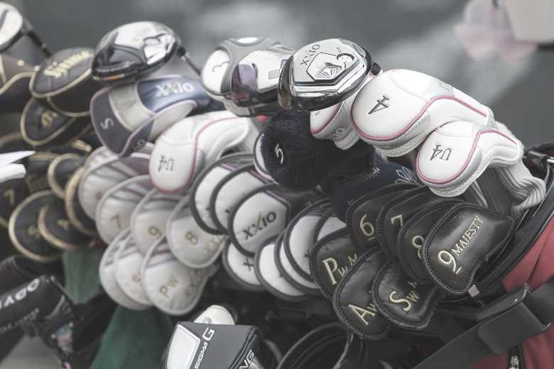 a picture that show the different types of golf clubs