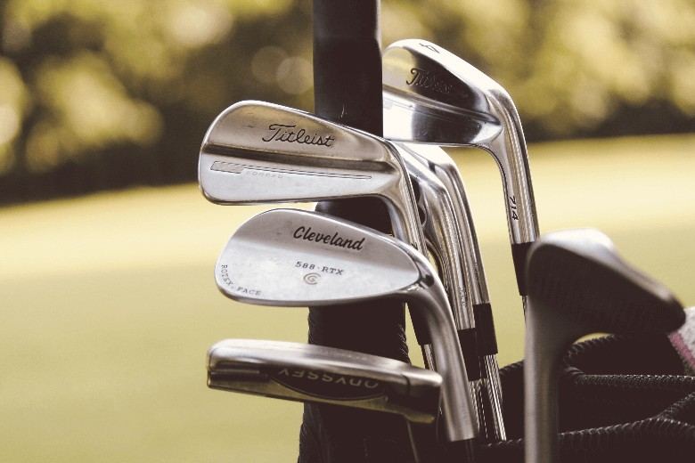 a picture that describe the best golf irons brands for senior golfers